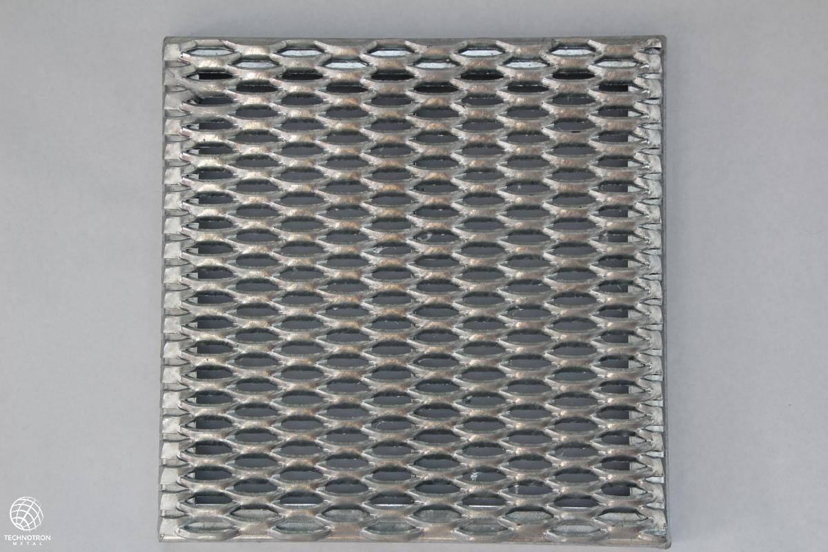 Rošt - tahokovový - ocel, žárový zinek / 47x13x5x3 mm / 800 x 800 x 40 mm