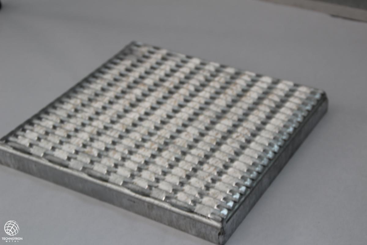 Tahokov TH 47 x 13 x 5 x 3 mm, Tahokov z ocelového plechu DD11 - DD13 / S235