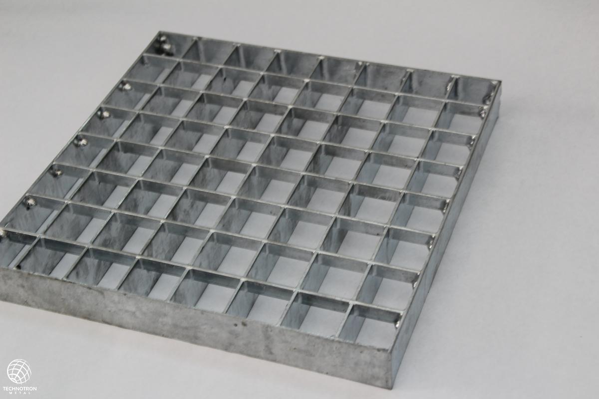Rošt - P - lisovaný - nerez přírodní / 33 x 33 / 30 x 2 / 1000x1000 mm
