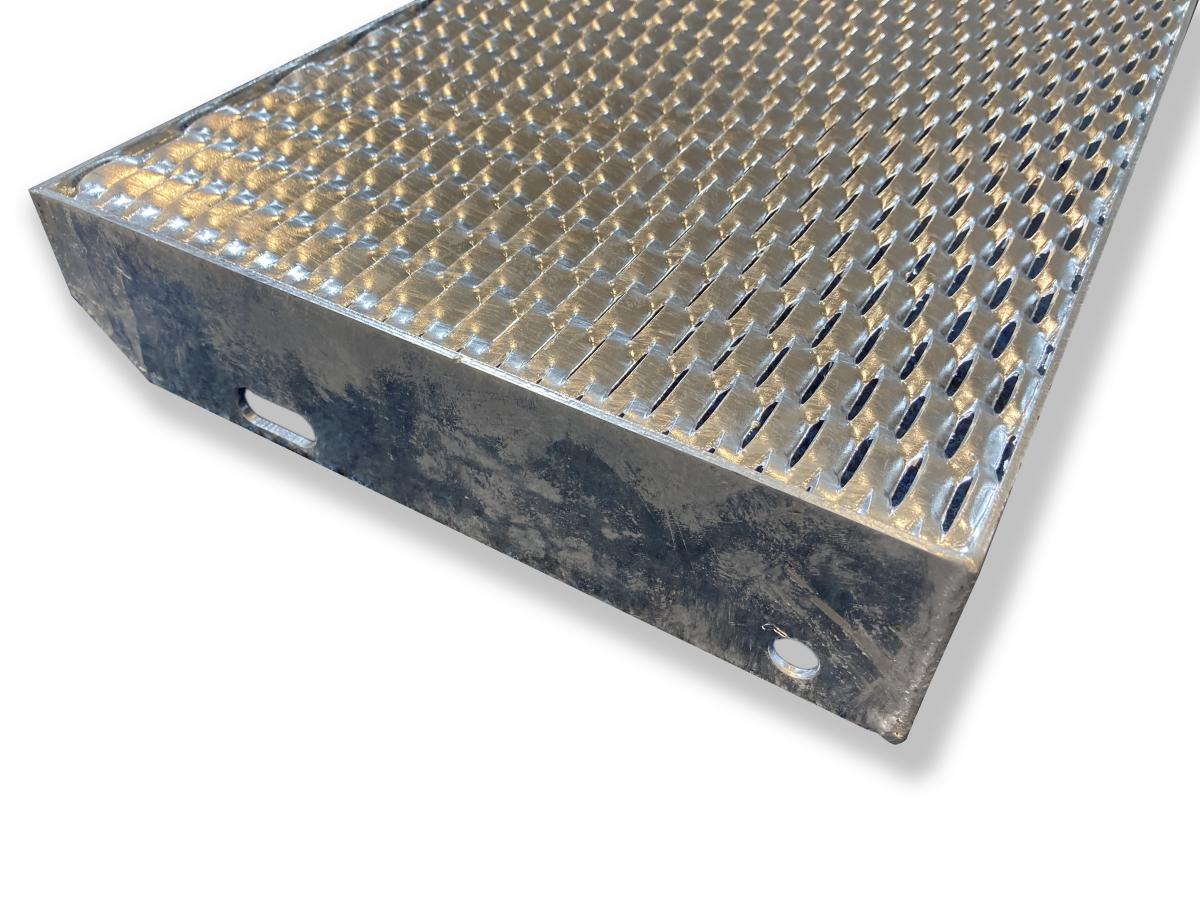 Schodišťový stupeň Industry - tahokovový - ocel, žárový zinek / 47x13x5x3 mm / 1100 x 270 mm