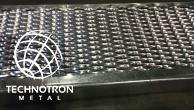 Schodišťový stupeň - tahokovový - ocel, žárový zinek / 62,5x15x5x3 mm / 1000 x 305 mm